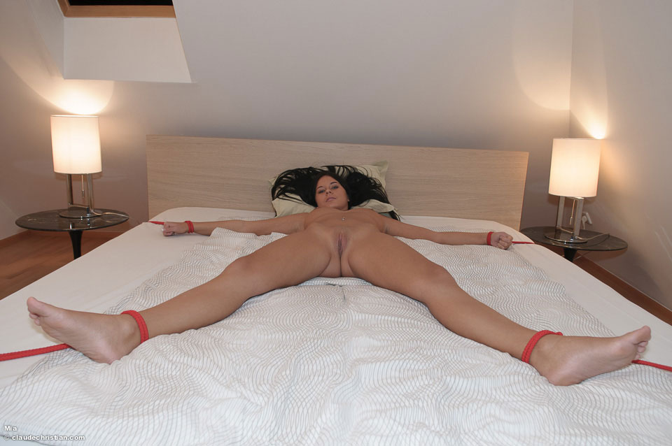 Idea My girlfriend tied to bed nude