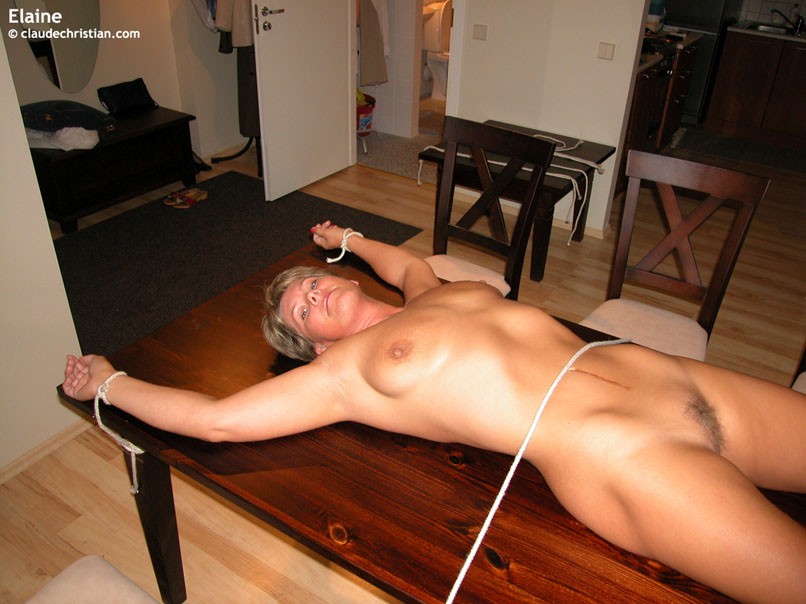 фото обнаженных девушек привязанных к столу онлайн порно